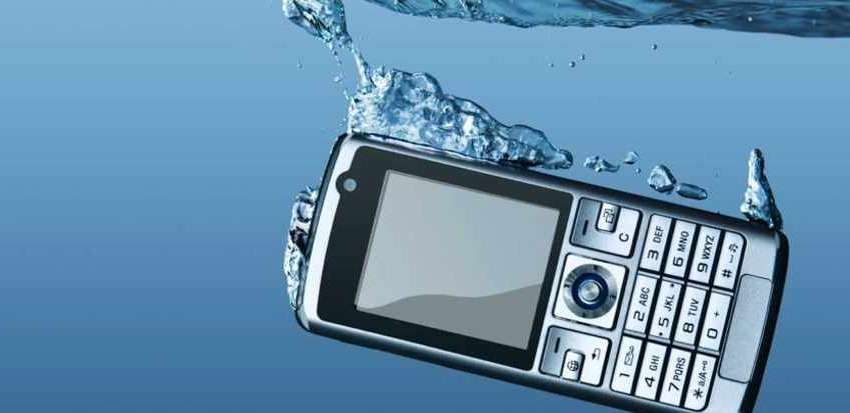 How to Save Your Wet Mobile Phone - Get Rid of the Moisture