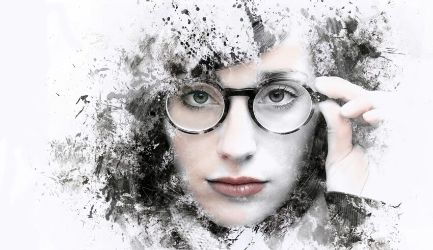 Style Tips for Women with Glasses